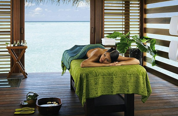 Malediwy Four Seasons Kuda Huraa spa