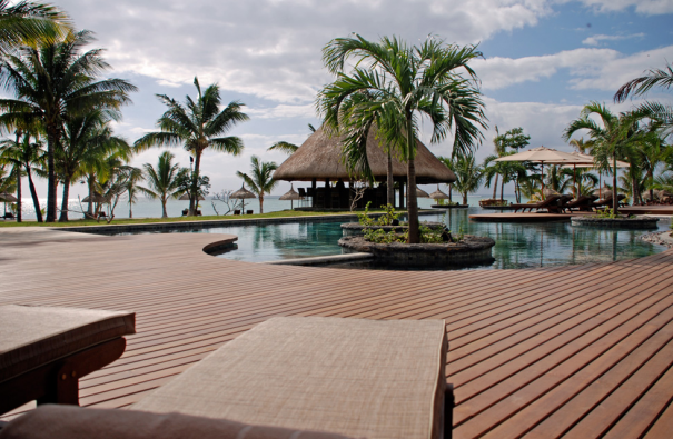 Mauritius hotel lux Le Morne przy basenie
